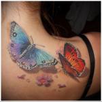 несколько бабочек в женской тату на спине