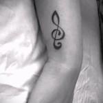 тату на запястье скрипичный ключ 5 фото