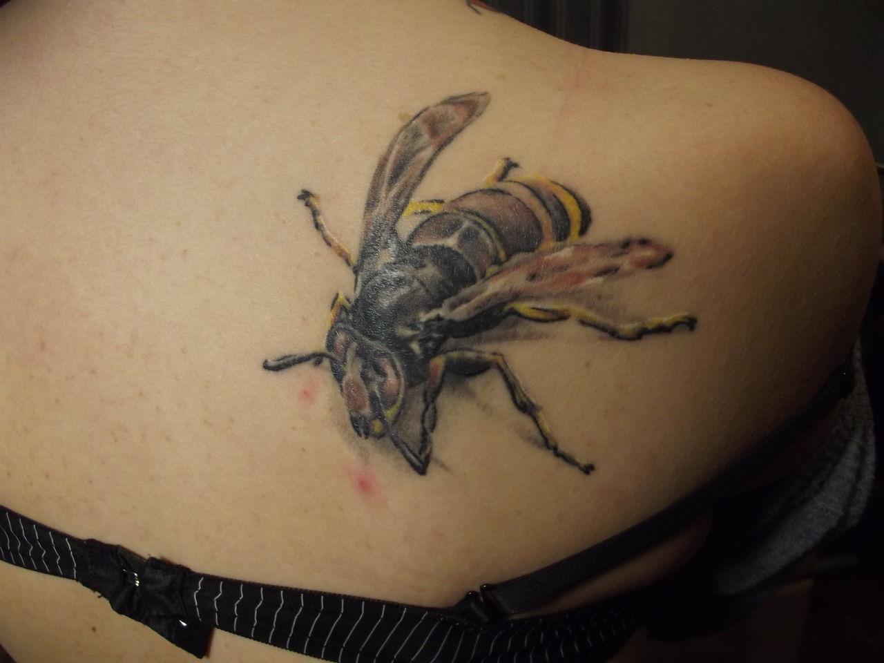 фото с татуировкой пчела -8
