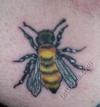 фото с татуировкой пчела -7