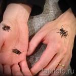 Тату насекомые - цветные жуки и пчелы на руке