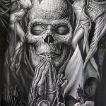 Эскиз тату ангелы и демоны - череп и молящиеся