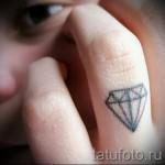 тату алмаз на пальце 1 фото