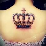 тату корона для девушек - большая цветная работа в драгоценных камнях разного цвета