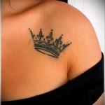 тату корона для девушек - на передней части плеча (ключица)
