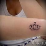 тату корона для девушек - на руке сбоку