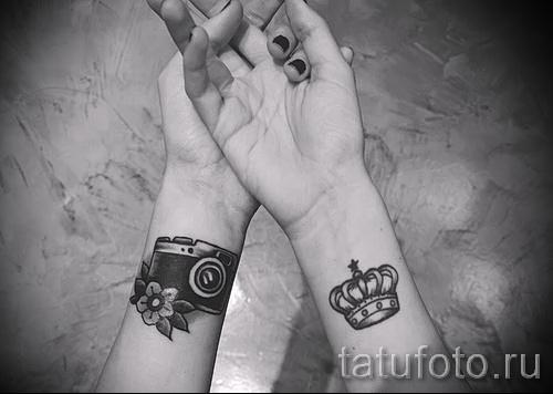 тату корона на запястье для девушки - как часть парной тату