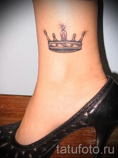 значение тату корона на ноге встречается психически больных