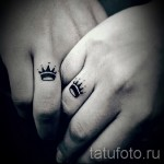 тату корона на руке - парная на пальцах
