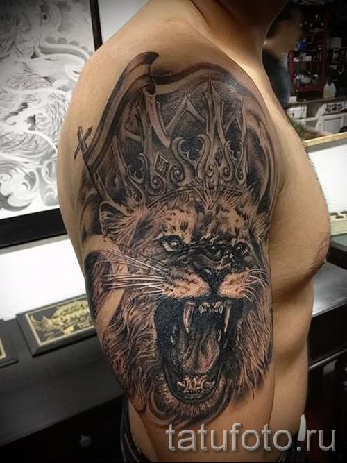 тату лев с короной - вариант с оскалом на всю руку
