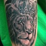 тату лев с короной - с реалистичными глазами