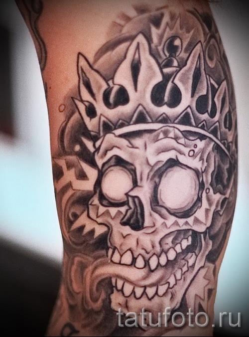 тату череп с короной - прикольная работа