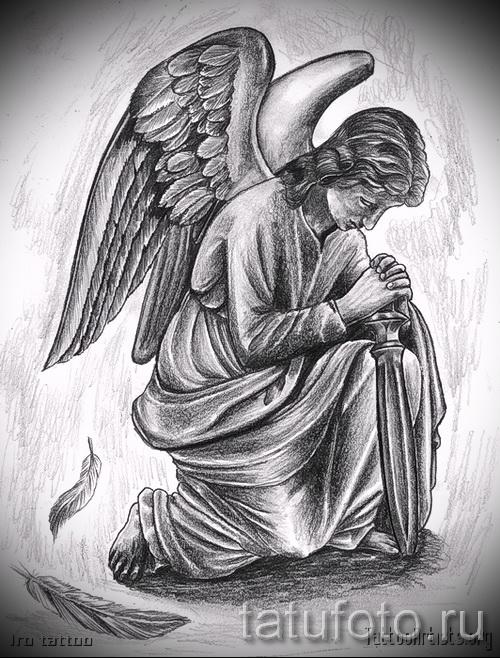 Эскиз тату ангел - вариант с ангелом который склонился на колено над коротким мечом - пример