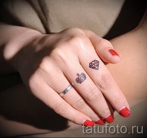тату алмаз на пальце 2 фото