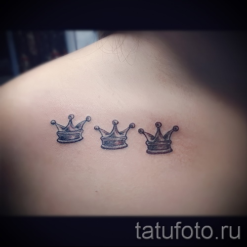 тату корона для девушек - три маленькие коронки