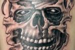 Армейская татуировка – РВДУ –  и череп в берете