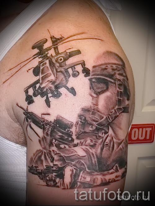 Армейская татуировка - вертолет и боевые действия