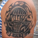 Армейская татуировка - грузовой самолет и парашутисты
