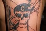 Армейская татуировка — череп в берете и якорь
