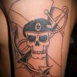 Армейская татуировка - череп в берете и якорь