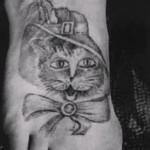 Блатная тату с котом - на удачу и символизирует осторожность