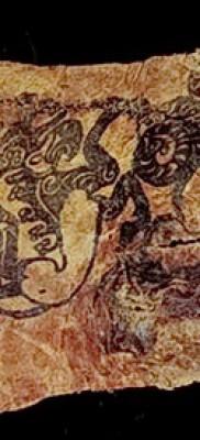 Древняя татуировка на куске кожи мумии