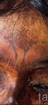 Древняя татуировка на лбу мумии