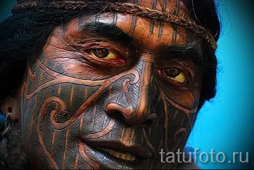 Древняя татуировка на лице мужчины