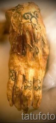 Древняя татуировка на руке мумии