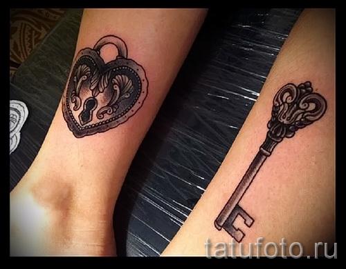 Тату замок и ключ фото пример - для любящей пары на руках
