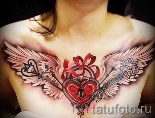 Тату замок и ключ фото пример - красивая татуировка на всю грудь для женщины