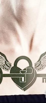 Тату замок и ключ фото пример – на груди у девушки