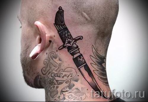 Тату нож за ухом - татуировка на голове и шее парня