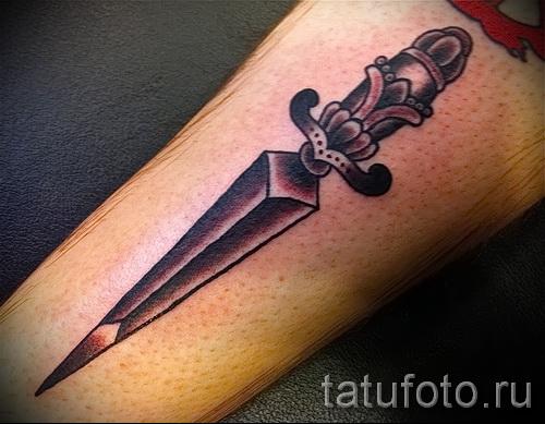 Тату нож - клинок на руку