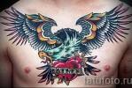 Тату орел и сердце с надписью – работа на груди мужчины