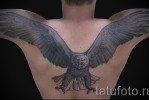 Тату орел расправив крылья на всю спину