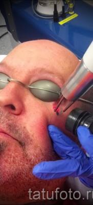 Тату слеза под глазом – пример на фото –  10