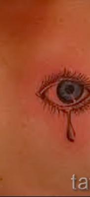 Тату слеза под глазом – пример на фото –  14