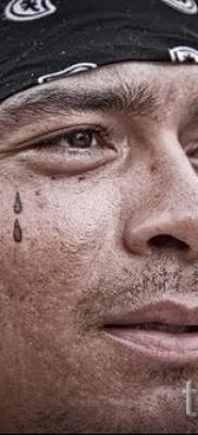 Тату слеза под глазом – пример на фото –  22