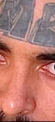 Тату слеза под глазом – пример на фото –  25