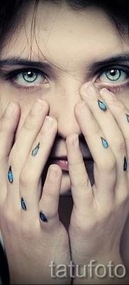 Тату слеза под глазом – пример на фото –  29