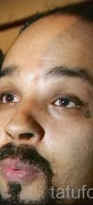 Тату слеза под глазом – пример на фото –  31