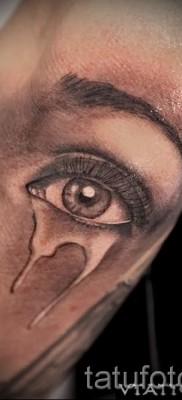 Тату слеза под глазом – пример на фото –  7