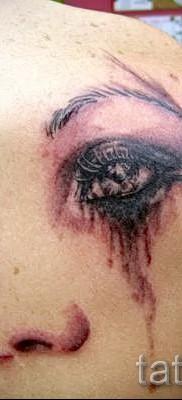 Тату слеза под глазом – пример на фото –  8