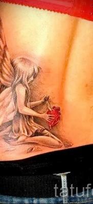 Тату фея с ножев в сердце – работа на пояснице у стройной девушки