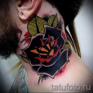 Тату черная роза на шее у парня