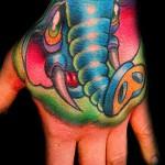 Фото нью скул тату - голубой слон на руку