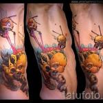 Фото нью скул тату - злая пчела на боку