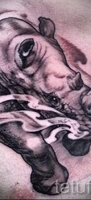 Фото пример тату носорог – с паром из ноздрей