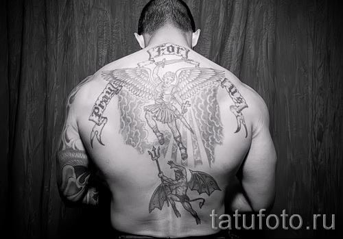 Фото тату архангел Михаил на всю спину для мужчины с надписями